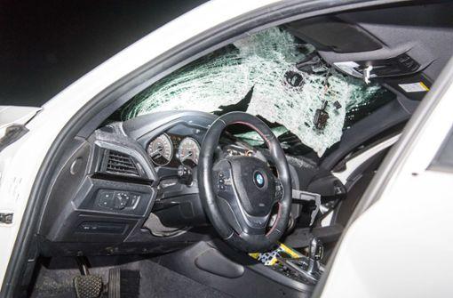 Zwei 19-Jährige nach Steinwürfen auf Autos zu Haftstrafen verurteilt