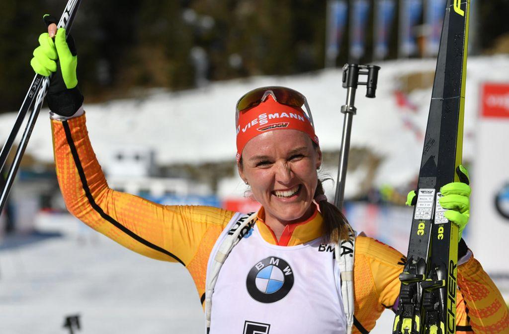 Denise Herrmann jubelte am Sonntag über ihre Medaille. Foto: dpa/Hendrik Schmidt