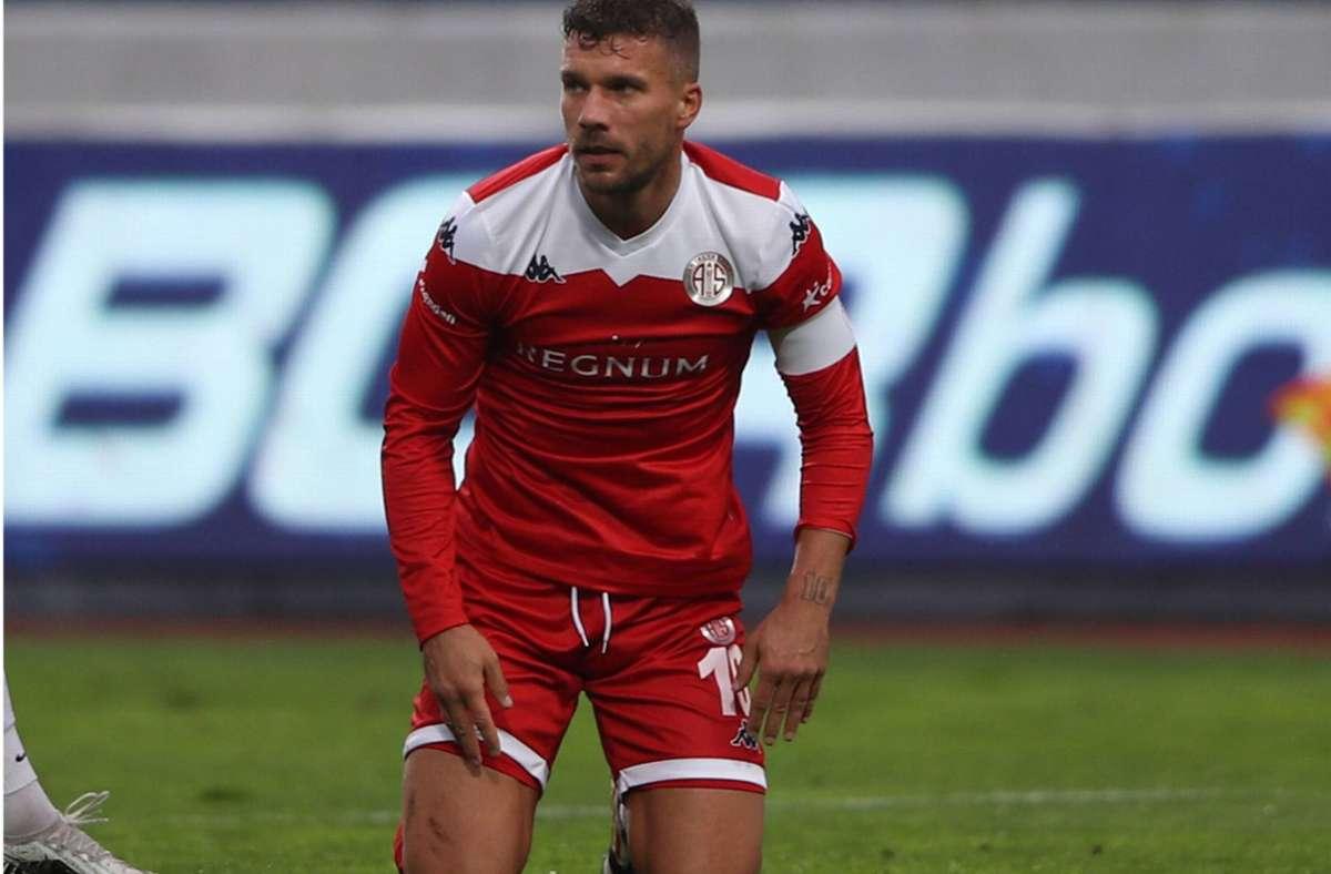 Lukas Podolski stand in diesem Jahr noch nicht einmal in der Startaufstellung von Antalyaspor – das setzt dem 35-Jährigen ziemlich zu. Foto: imago/Seskim