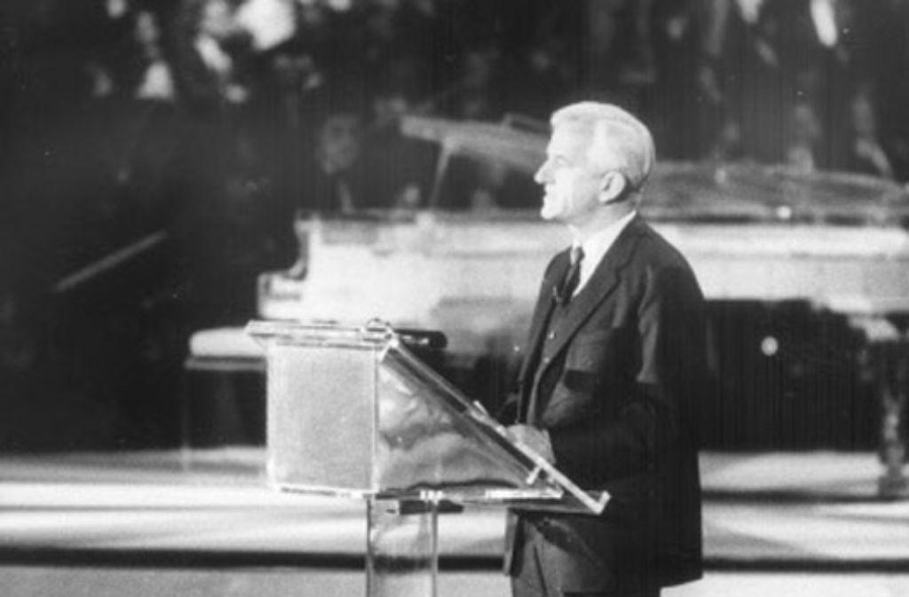 Stuttgart 1986: Der Bundespräsident Richard von Weizsäcker gratuliert zum Hundertsten. Foto: Archiv