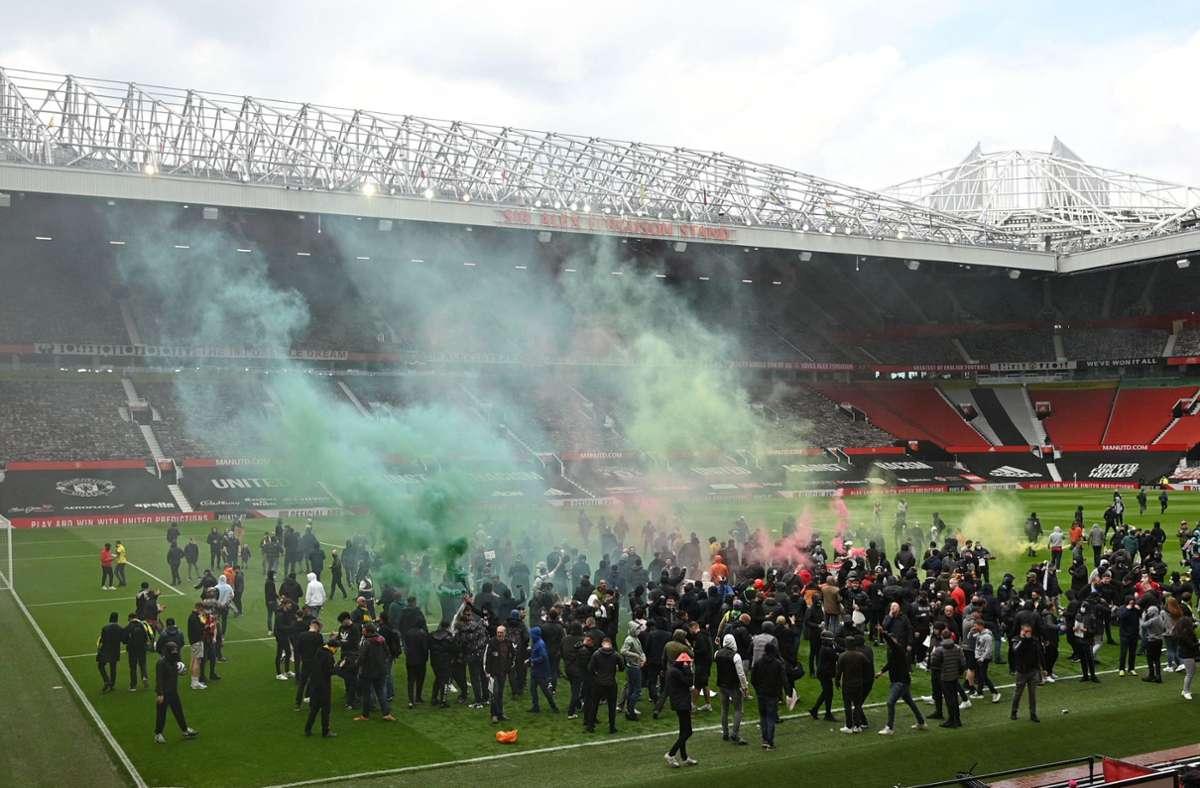 Hunderte United-Fans stürmten das Stadion. Foto: AFP/OLI SCARFF