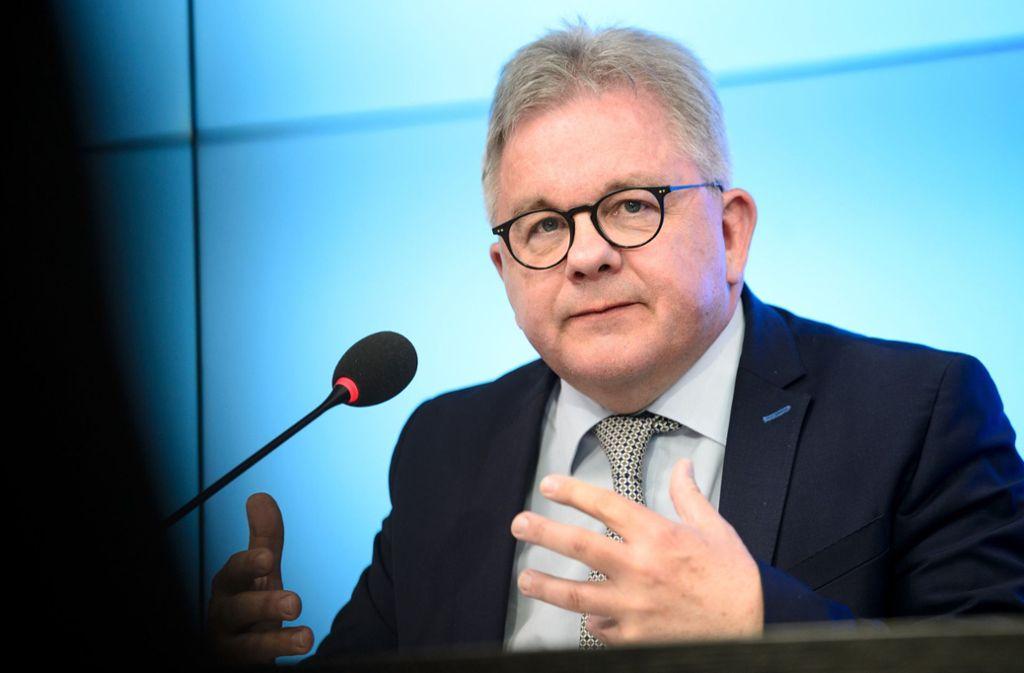 Erhält Lob von der FDP-Opposition: Justizminister Guido Wolf, CDU Foto: dpa