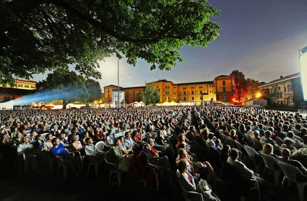 Kinoerlebnis unter freiem Himmel: Der Hof der Ludwigsburger Karlskaserne fasst bis zu 3000 Zuschauer. Foto: Reiner Pfisterer