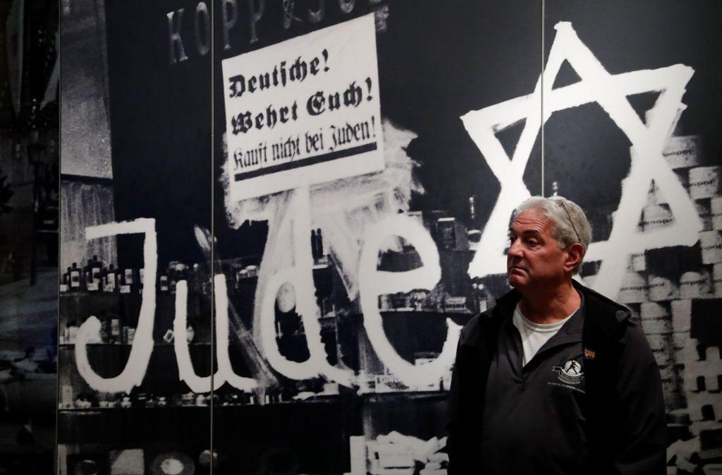 Ein Besucher in der Gedenkstätte Yad Vashem im Jerusalem. Foto: AFP