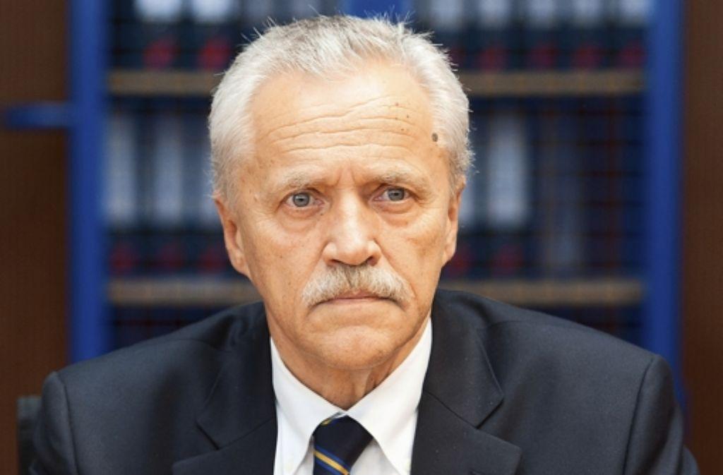 Weil Akten des Verfassungsschutzes mit Erkenntnissen zum NSU-Terror geschreddert wurden, hat Verfassungsschutzpräsident Heinz Fromm sein Amt aufgegeben. Foto: dpa