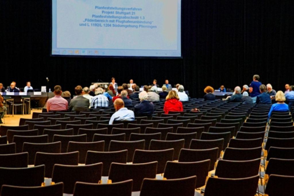 Nur  ein Bruchteil der    Sitzplätze im Kongresszentrum ist belegt Foto: Christian Hass