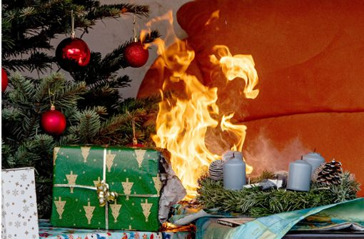 Tropfende  Kerzen: Sofa fängt Feuer