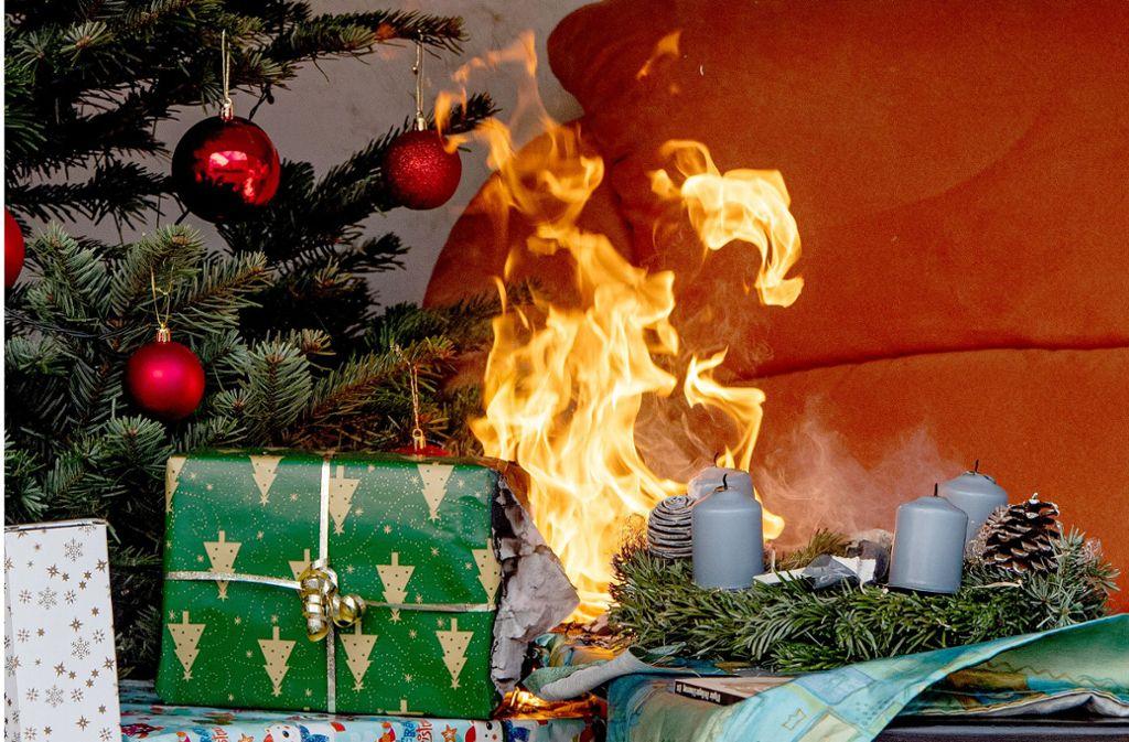 Kerzen sind schön – und gefährlich (Symbolfoto). Foto: Zacharie Scheurer/dpa