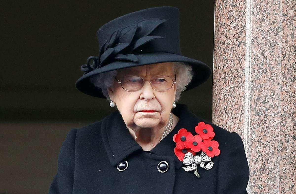 Die britische Königin Elizabeth II. ging gerne mit Hund Fergus spazieren. (Archivbild) Foto: AFP/PETER NICHOLLS