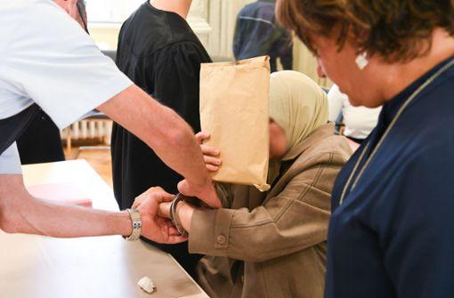 """Familie vor Gericht: Filmen, wie die """"ehrlose"""" Schwester verblutet"""