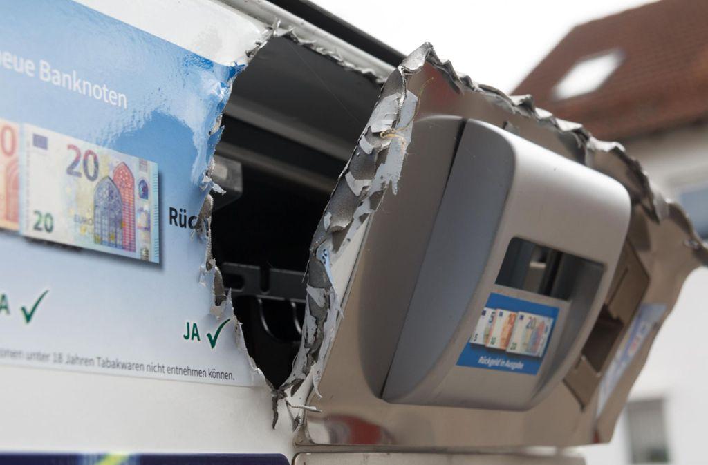 Automatenaufbrecher gehen meist mit brachialer Gewalt vor. (Symbolbild) Foto: 7aktuell/Daniel Boosz