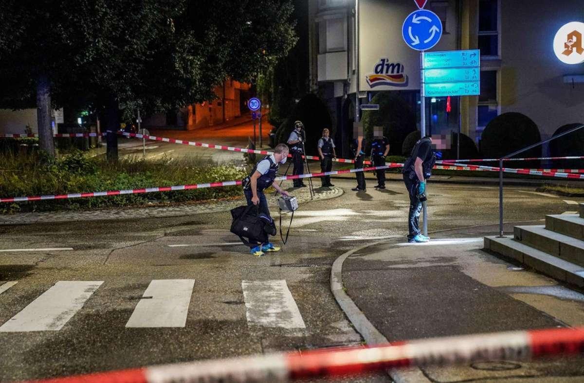 Die Polizei sichert Spuren  am Kreisverkehr in Hohenkreuz. Foto: 7aktuell/Simon Adomat