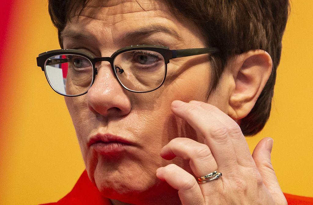 CDU-Chefin Kramp-Karrenbauer erhöht den Druck auf die SPD. Foto: AP/Jens Meyer