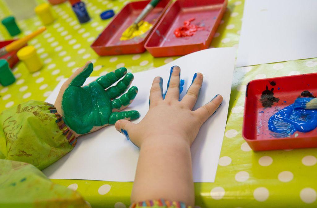 Im Minikindergarten macht das Kleinkind ganz neue Erfahrungen. Foto: dpa
