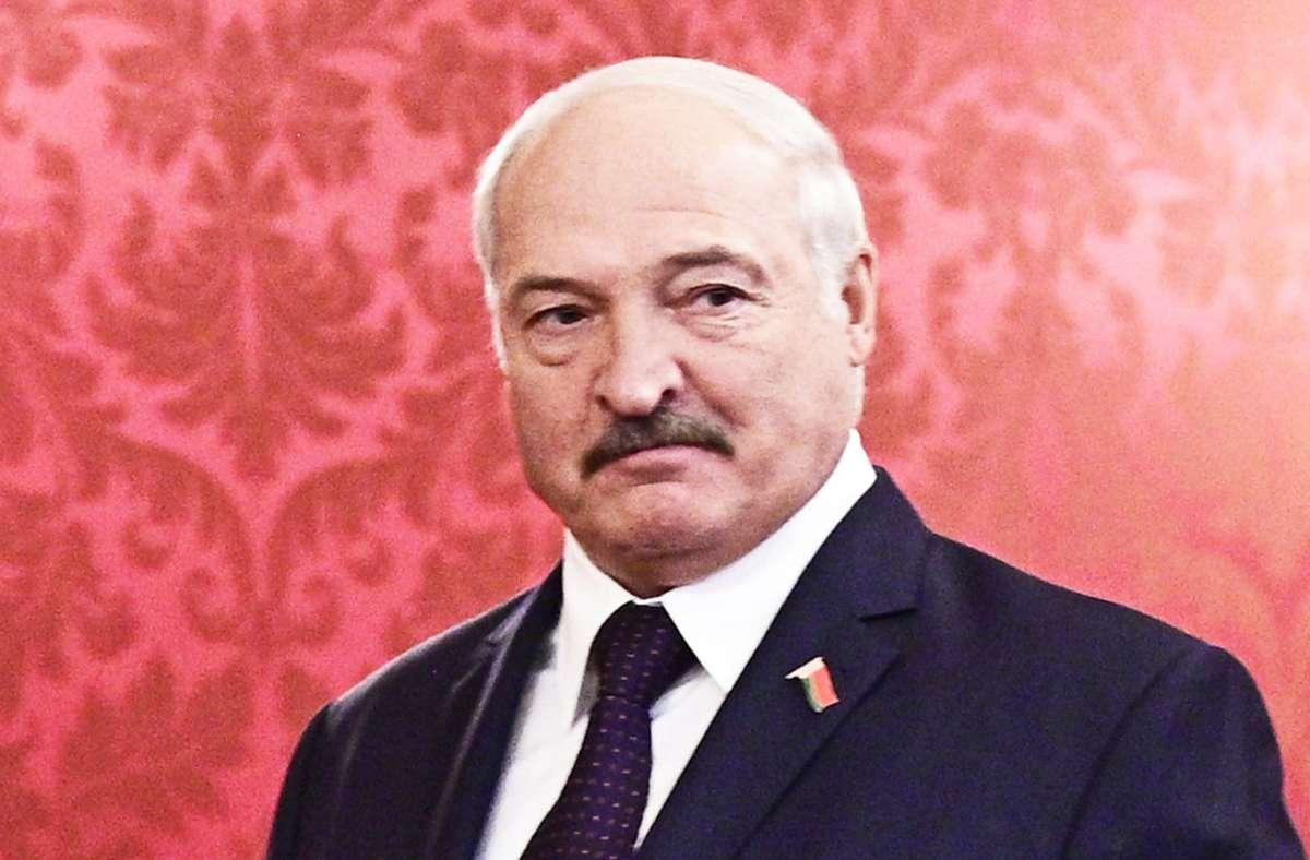 Alexander Lukaschenko, der Staatschef von Belarus, ist unter seinen Landsleuten sehr umstritten. (Archivbild) Foto: dpa/Hans Punz