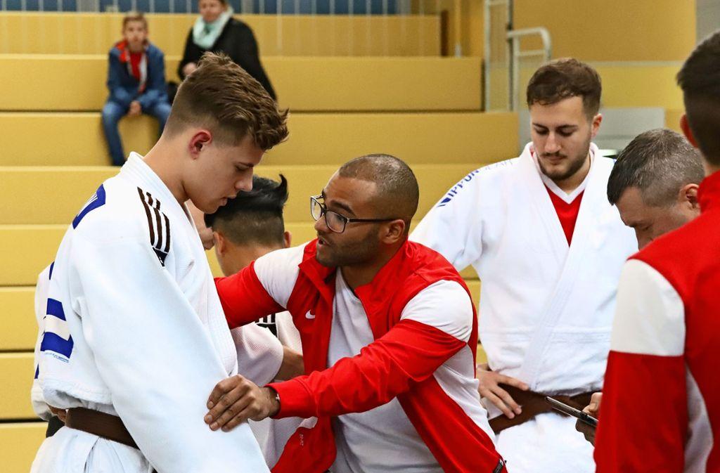 Im Vorjahr noch im Ligaeinsatz:  Raphael Plato (Mitte, mit  Paul Lauxmann), jetzt müssen die Judokämpfer abwarten. Foto: Patricia Sigerist