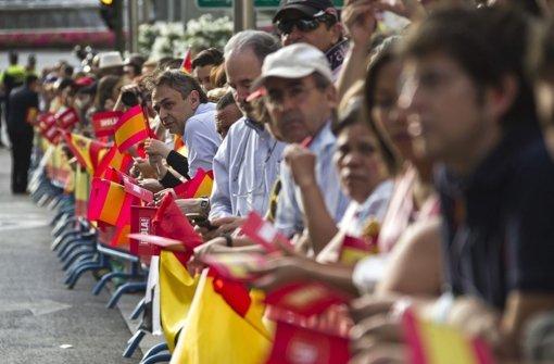 Schaulustige wollen König Felipe sehen