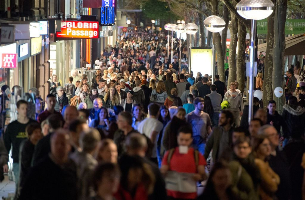 Über 200 000 Besucher und damit ein Rekordergebnis zählt die City-Initiative bei der langen  Einkaufsnacht in Stuttgart. Foto: Lichtgut - Oliver Willikonsky