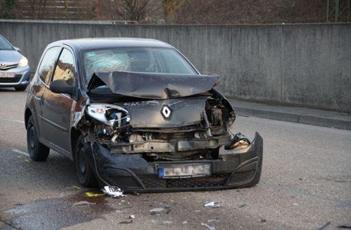Drei Autos kollidieren in Esslingen