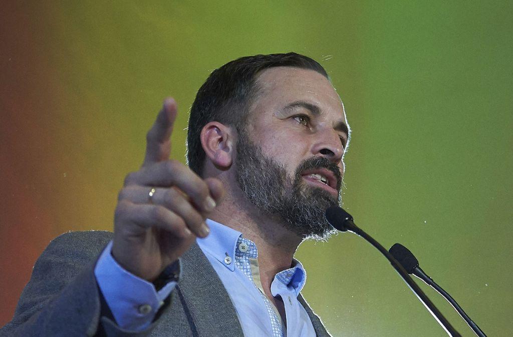 Der Parteichef der rechtsradikalen Partei Vox, Santiago Abascal,   spricht nach der Regionalwahl in Andalusien zu den Parteianhängern. Foto: AP
