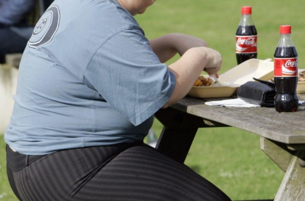 Gegen Übergewicht hilft langfristig nur  eine Umstellung der Ernährungsgewohnheiten. Foto: AP
