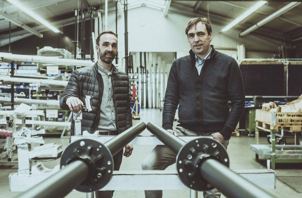 Experten für hochwertige Sonnenschirme: Karl-Heinz und Klaus-Peter May (rechts) Foto: Andreas Reiner