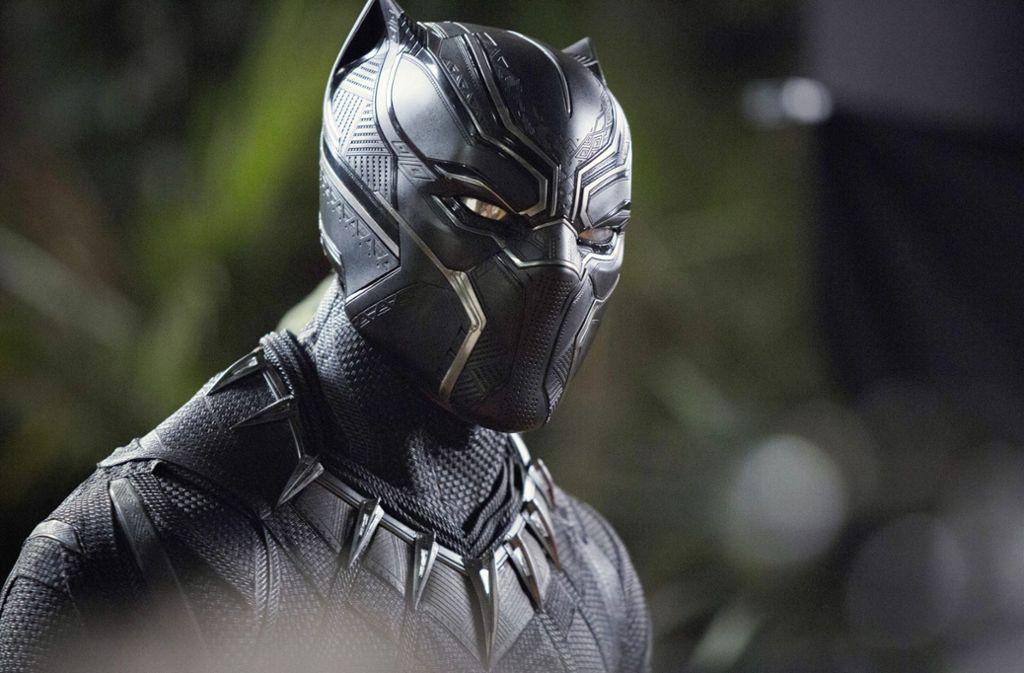 Chadwick Boseman in der  Maske des Superhelden Black Panther: Ganz schön grimmig Foto: Disney