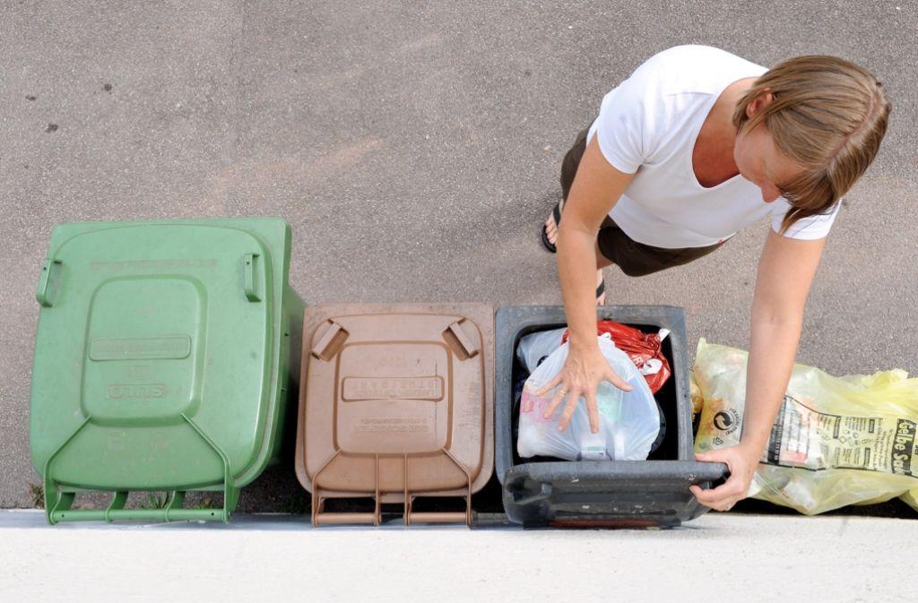 Die Müllentsorgung wird für die Bürger teurer. Foto: dpa
