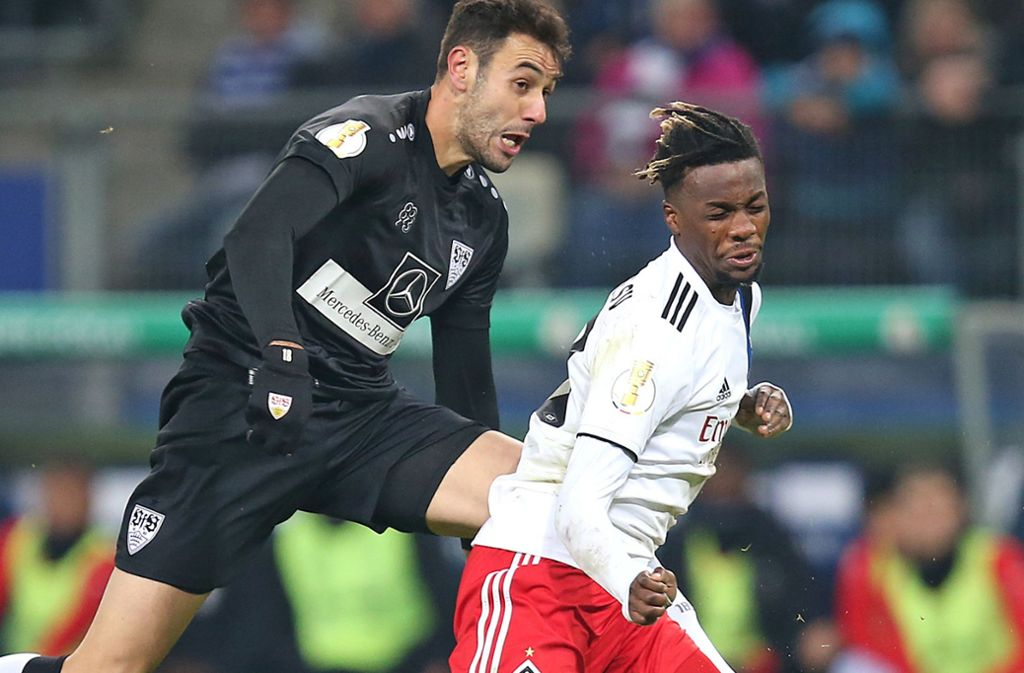 Starker Auftritt gegen den HSV: VfB-Stürmer Hamadi Al Ghaddioui (li./gegen Gideon Jung) Foto: Baumann