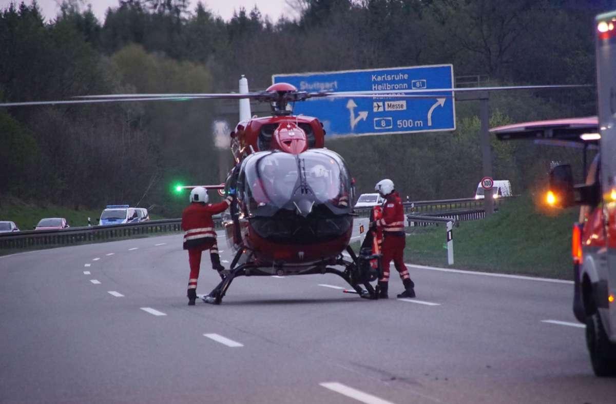 Ein Rettungshubschrauber war nach dem Unfall auf der A81 im Einsatz. Foto: SDMG/SDMG / Dettenmeyer