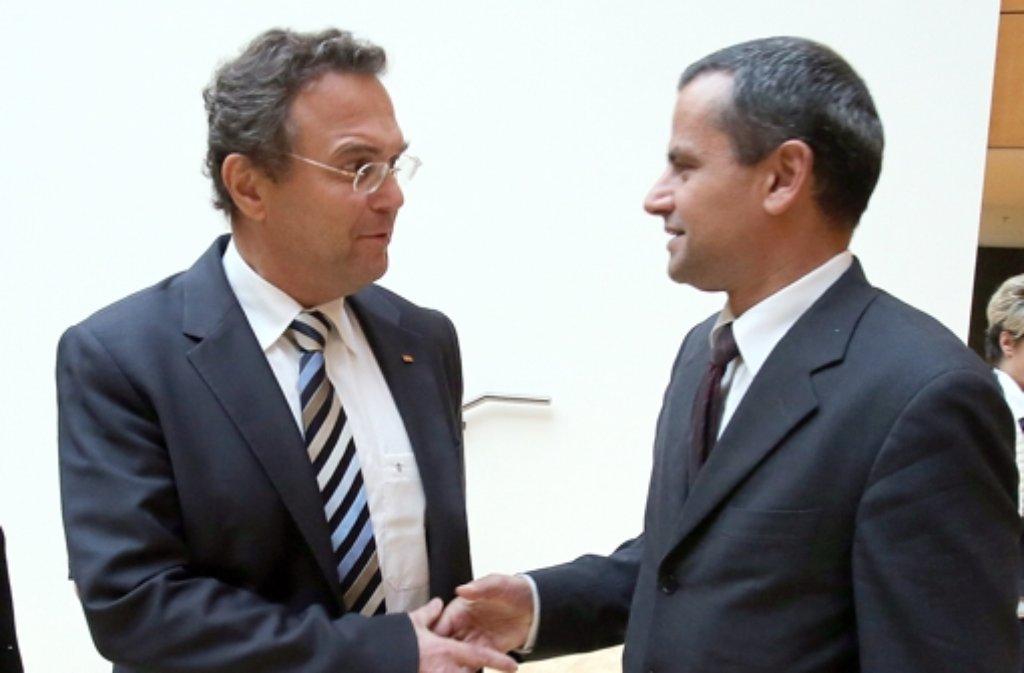 Ein Archivfoto aus dem Oktober 2012: Hans-Peter Friedrich (links) und Sebastian Edathy. Foto: dpa/Archivfoto