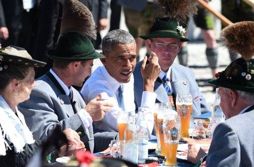 Obama trinkt Weißbier, Demonstranten blockieren
