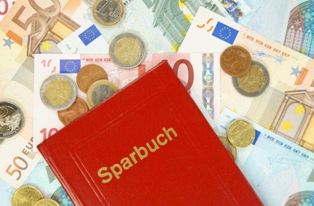 Wer mehr als 100000 Euro auf dem Sparbuch hat, muss sich über die Sicherheit Gedanken machen. Foto: Fotolia