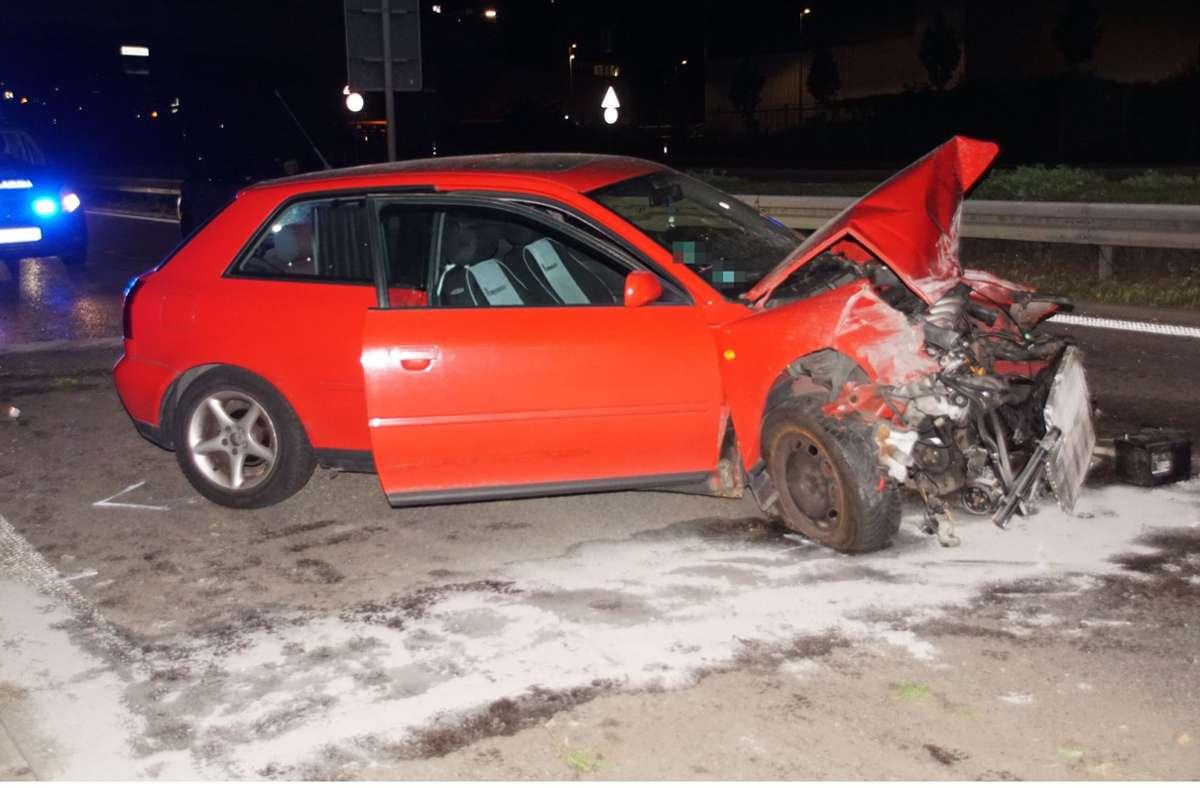 Der Audi musste nach dem Unfall abgeschleppt werden. Foto: SDMG/SDMG / Boehmler