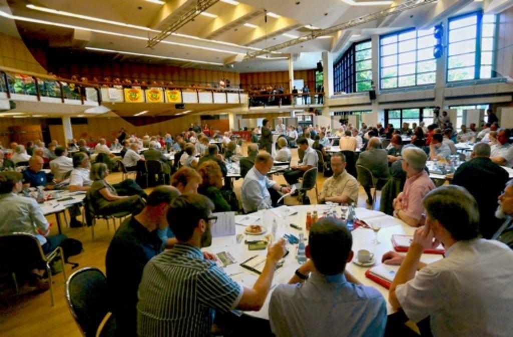 Zwanzig runde Tische sollen den Dialog befördern. Foto: Achim Zweygarth