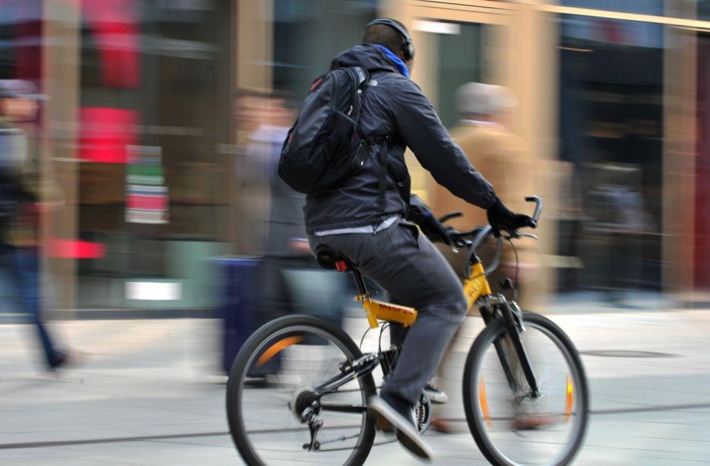 Zwischen Radlern und Fußgängern herrscht oft gegenseitiges Unverständnis in Stuttgart. Foto: dpa