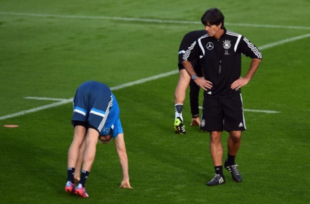 Joachim Löw und seine Mannschaft wissen, wie dringend sie einen Sieg gegen Irland brauchen. Foto: Getty Images/Bongarts