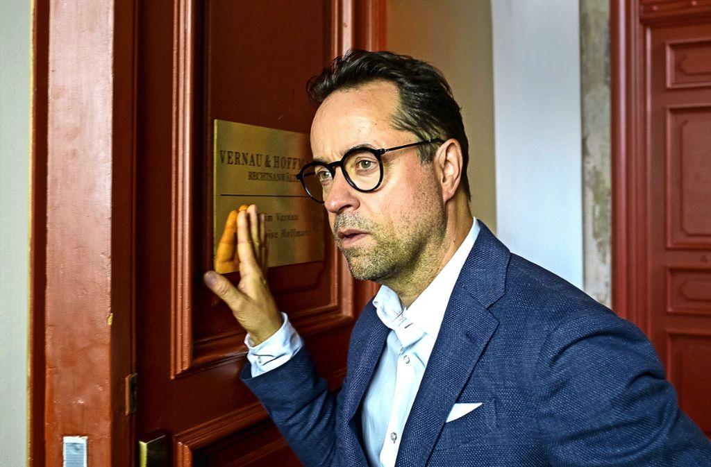 """Auf nach New York:  Jan Josef Liefers als Rechtsanwalt Vernau in """"Totengebet"""" Foto: ZDF"""