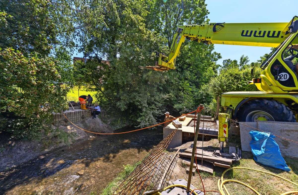 Der Überweg über die Glems bei der Höfinger Straße ist derzeit nicht möglich. Die Brücke wurde demontiert, sie wird erneuert. Foto: factum/Andreas Weise