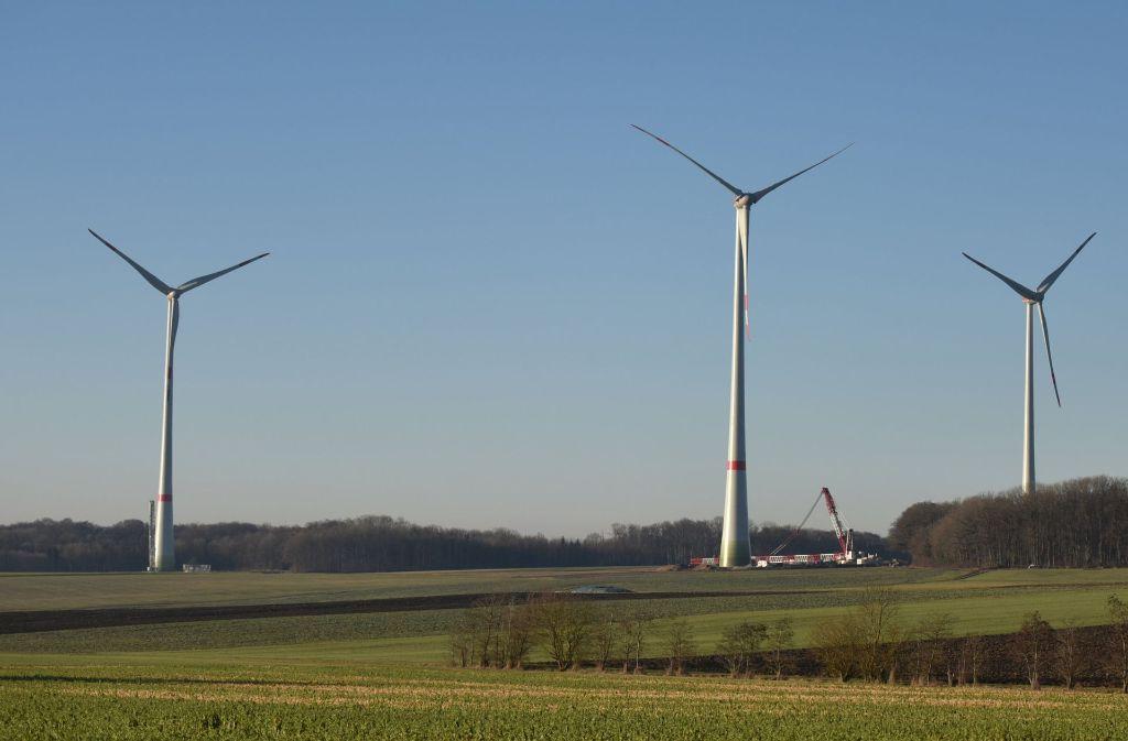 Windräder im Aufbau bei Braunsbach Foto: dpa
