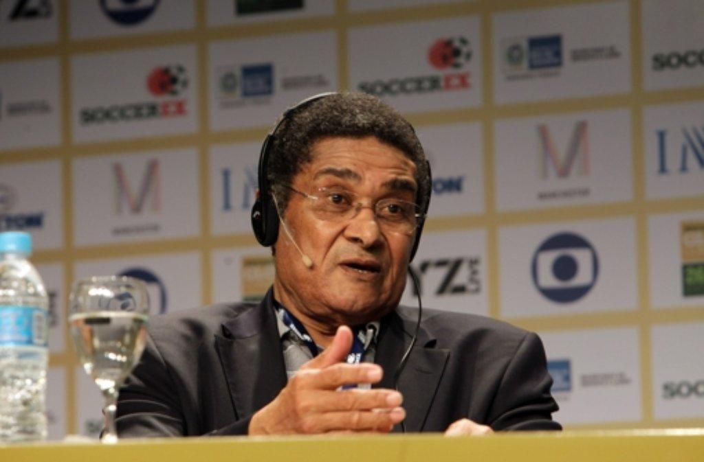 Am 5. Januar stirbt Eusébio da Silva Ferreira mit 71 Jahren: Der Portugiese, kurz Eusébio genannt, spielte 15 Jahre für Benfica Lissabon. 1965 wurde der Schwarze Panther zu Europas Fußballer des Jahres gewählt. Foto: dpa