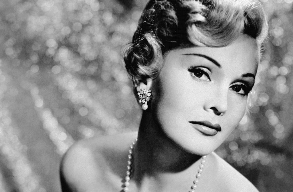 Die Hollywood-Diva Zsa Zsa Gabor ist tot. Mit den Allüren einer Diva, Humor und Schlagfertigkeit machte sie sich zur Hollywood-Legende, obwohl ihre Leistungen als Schauspielerin nicht allzu beachtlich waren. Foto: dpa