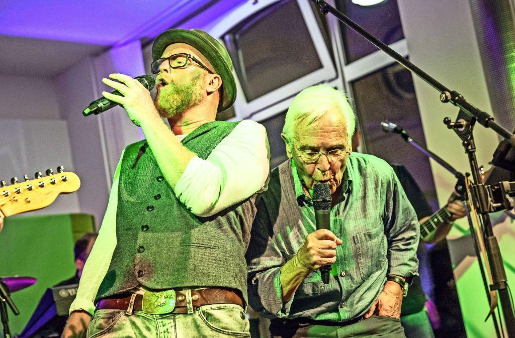 Heiko Volz (Äffle) und Volker Lang (Pferdle, rechts) bei der Premiere im StN/StZ-Stadtbüro Foto: Lichtgut/Rettig
