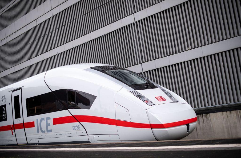 Die DB Netz AG gibt ab Dezember ihre Steuerungsfunktion für Anschlusszüge ab. (Symbolbild) Foto: dpa/Marius Becker
