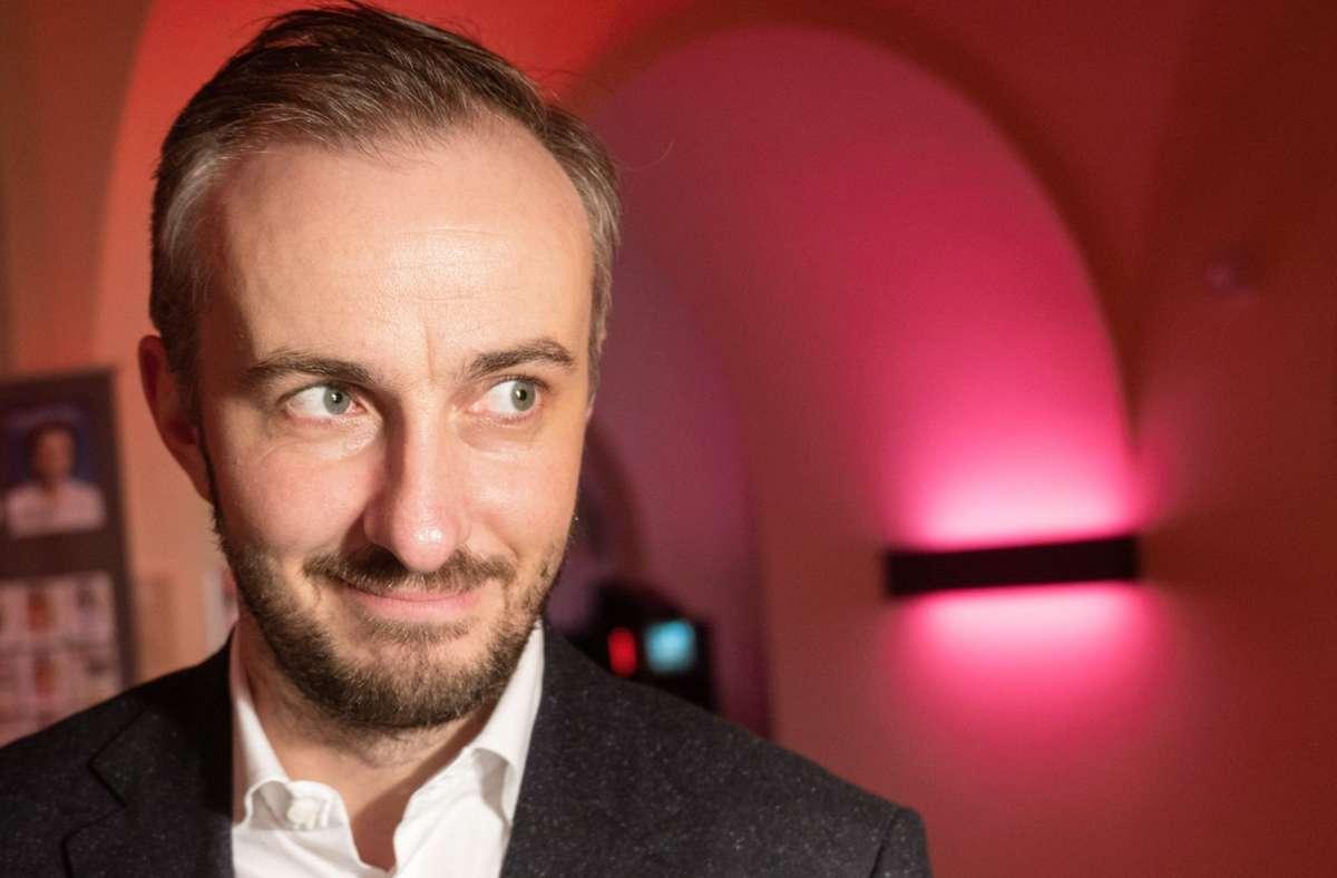 Jan Böhmermann darf sich über den Deutschen Fernsehpreis freuen. Foto: dpa/Christophe Gateau