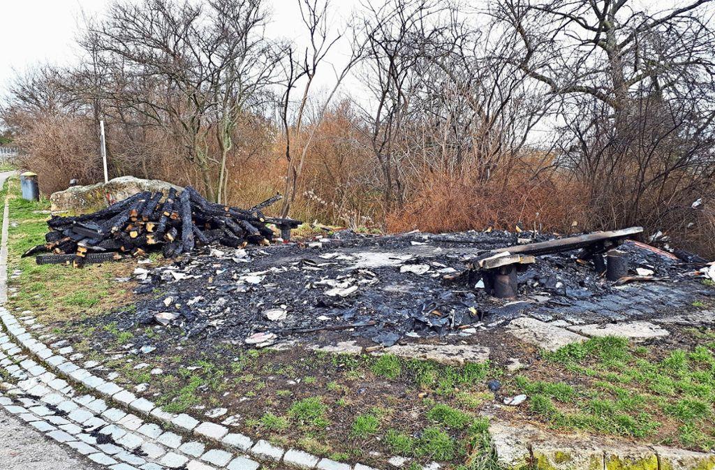 Die Schutzhütte war im März angezündet worden. Foto: Edgar Rehberger