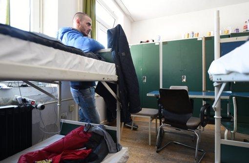 Flüchtling aus dem Kosovo in einer zum Flüchtlingsheim umgebauten Kaserne in Sigmaringen. Foto: dpa