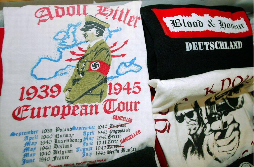 Von der Polizei sichergestelltes Material von Rechtsextremisten Foto: dpa