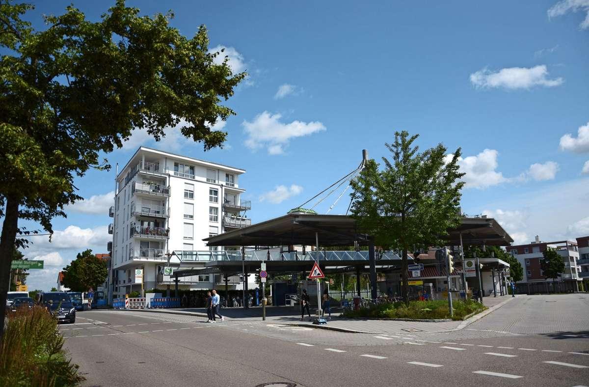 Vor allem dort, wo sich unterschiedliche Verkehrsarten begegnen, wie hier am Bahnhof in Echterdingen, sollen die Paketboxen aufgestellt werden. Foto: Philipp Braitinger