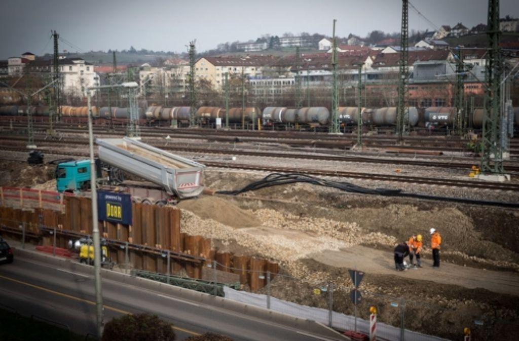 Der Baulärm auf Stuttgart-21-Baustellen (das Bild zeigt die Arbeiten an der Benzstraße in Untertürkheim) bleibt ein Dauerbrenner. Foto: Achim Zweygarth